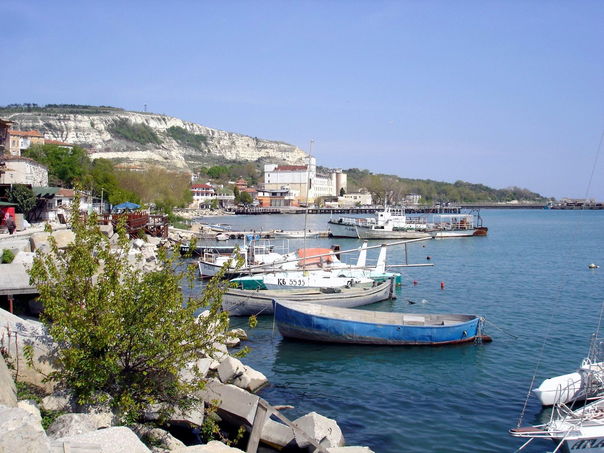 Balchik-sea-resort-boats-near-coast