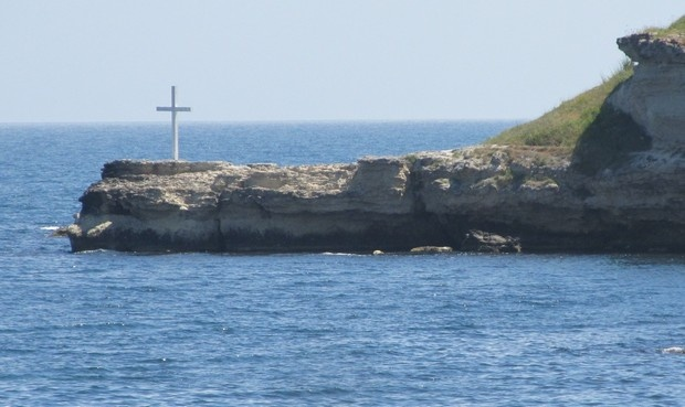 Carevo end of Central Street rocks and Christ Cross