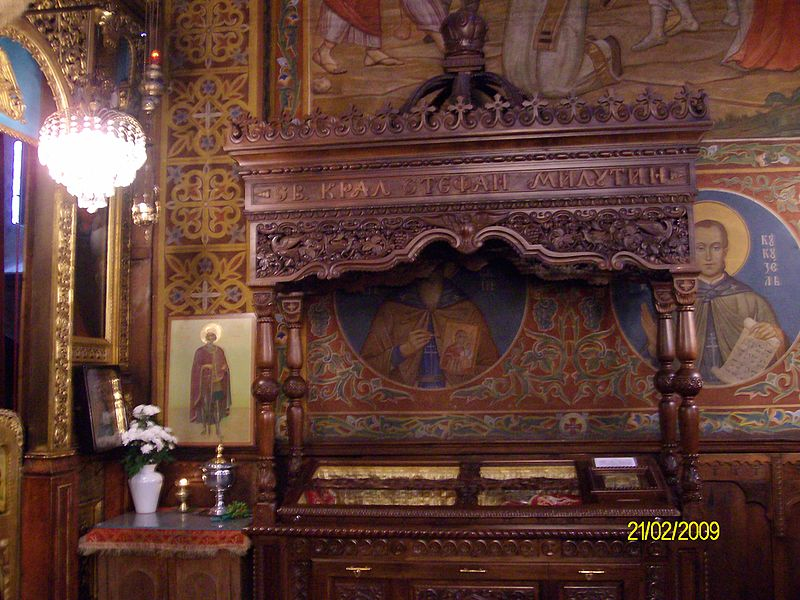 Coffin_with_holy-relics_of-saint-Stefan_Uros_II_Milutin