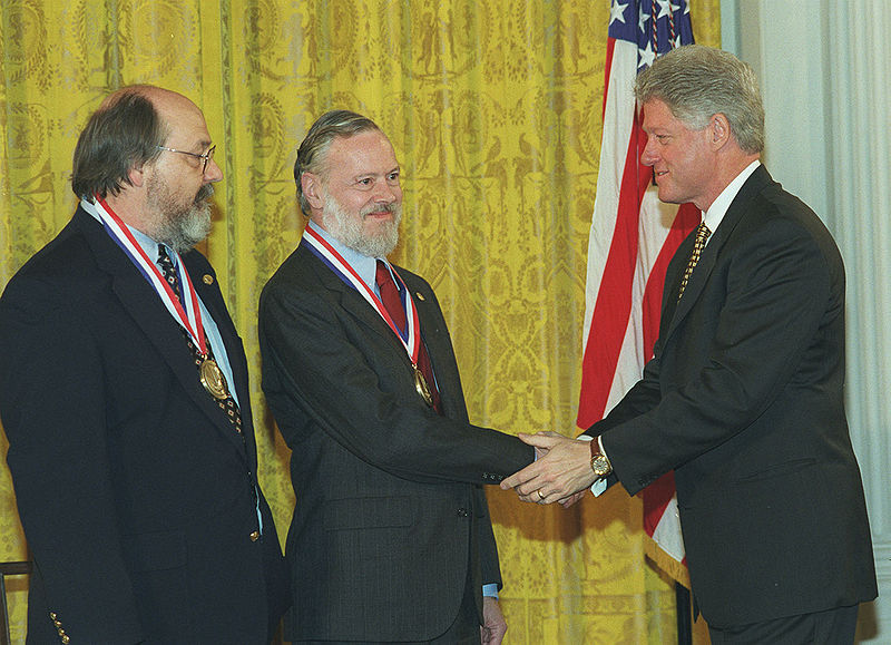 Denis Ritchie receives national prize in 1999 for Technology from president Bill Clinton