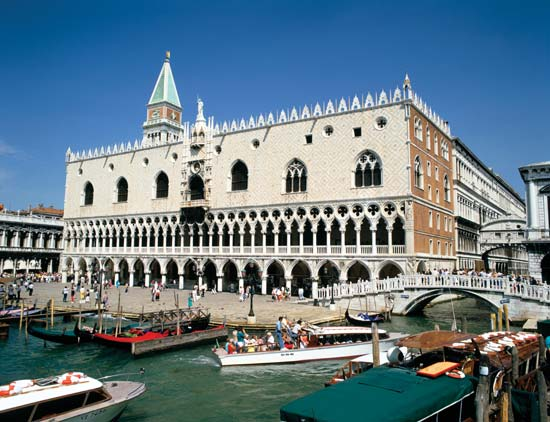 Doges-Palace_Doges-Palace-general-view_Venice_Italy