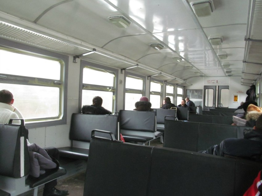 Elektrichka-common-train-between-villages-and-cities-in-Belarus-Russia-and-ex-USSR