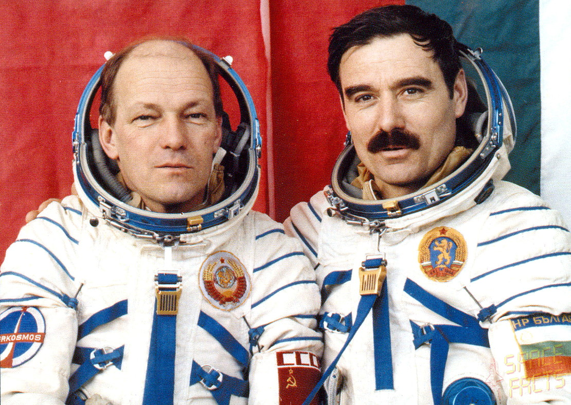 Georgi-Ivanov-cosmonaut-with-russian-colleague-soyuz