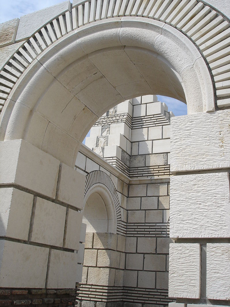 Old_Basilica_in_Pliska-left-part-of-the-alter