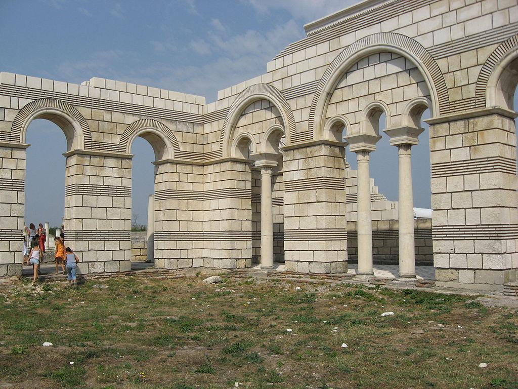 Old_Basilica_in_Pliska-walls-reconstruction