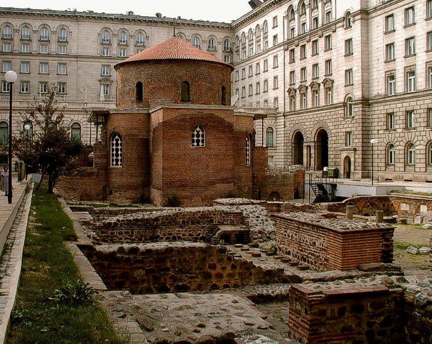 Rotunda_of_St_George_4-th-century-Sofia-city-center-Bulgaria