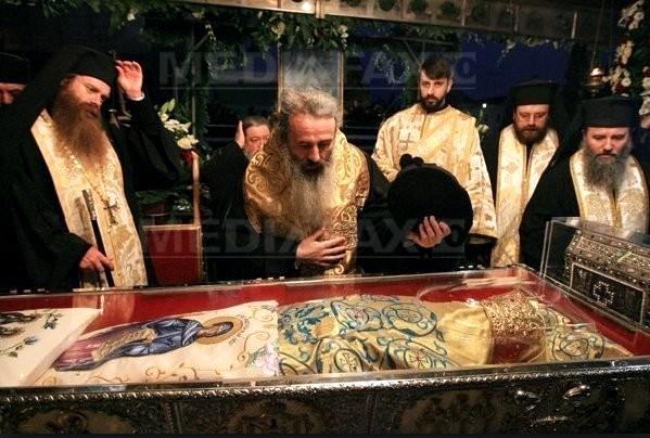 Saint_Petka-Epivatska-Bylgarska-Romanian-in-Iashi-Romania-veneration-of-romanian-monks