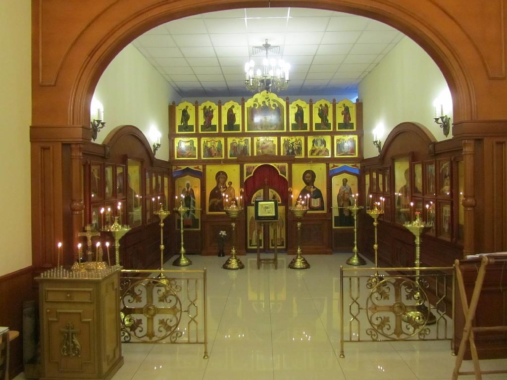 Sheremetevo-airport-Saint_Nicolas_Chapel-iconostas-icons-of-the-Savior-Jesus-Christ-and-Virgin_Mary
