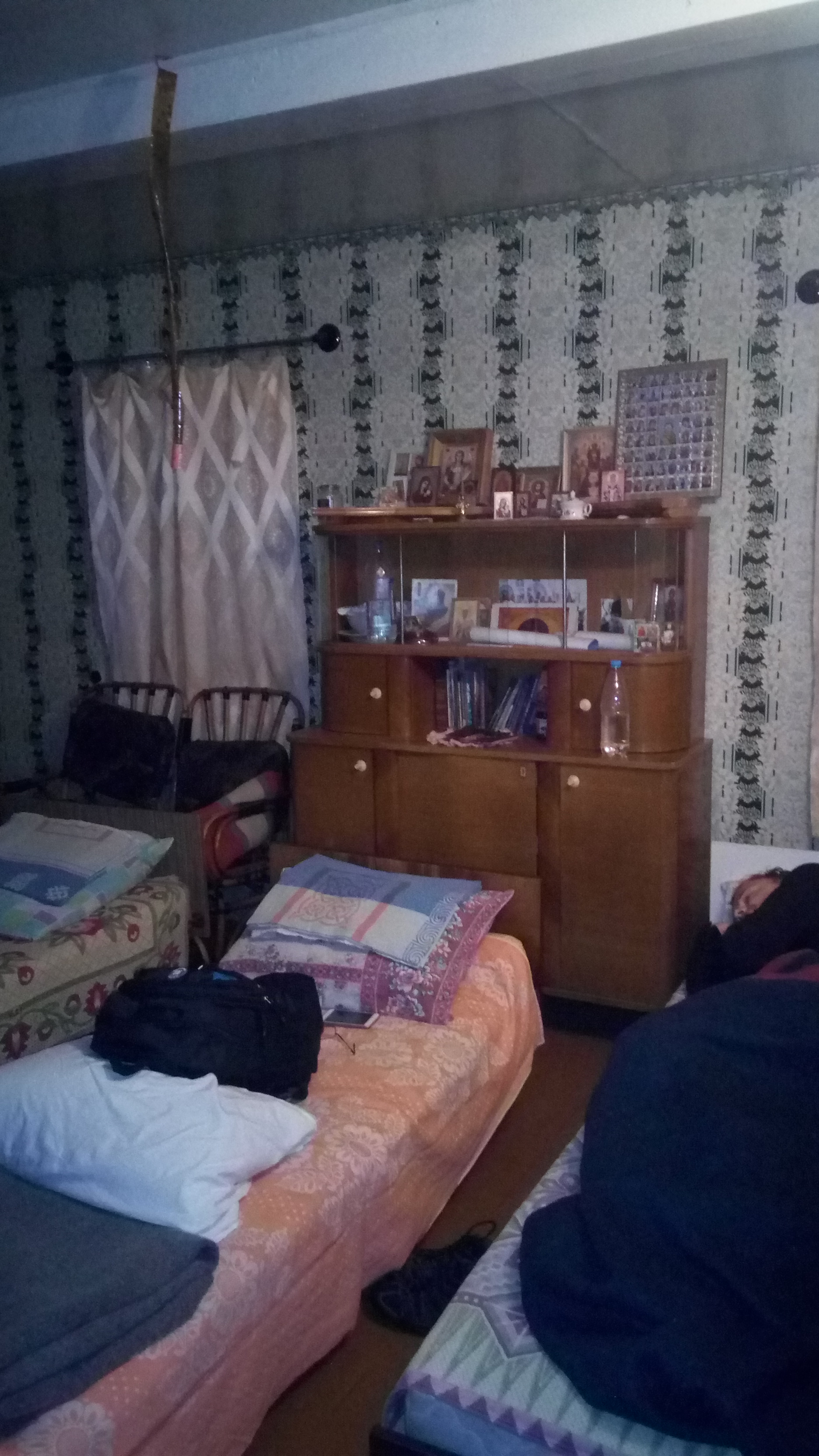 pilgrim-accomodation-room-Rusakovo-improvised-home-iconostatis