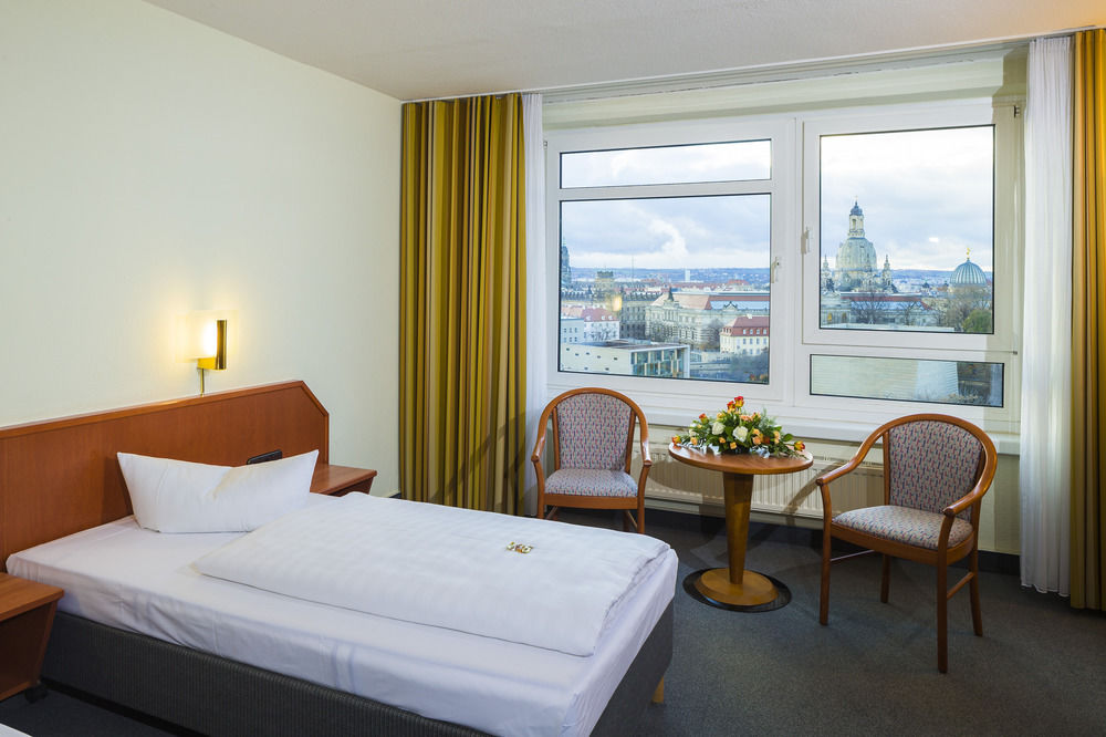 Terrasenufer-hotel-sideview-over-window-and-the-hotel-room