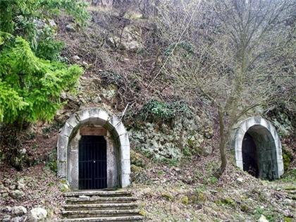 The_Well-of-the-Samaritan-Woman-meeting-Christ-in-Bakajdkishki-monastery-Bulgaria