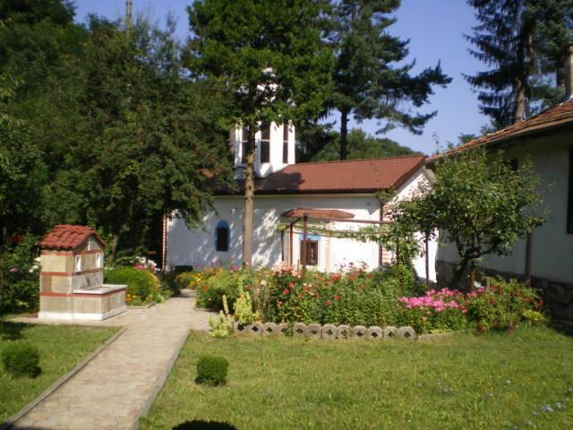 divotinski-manastir-holy-spring