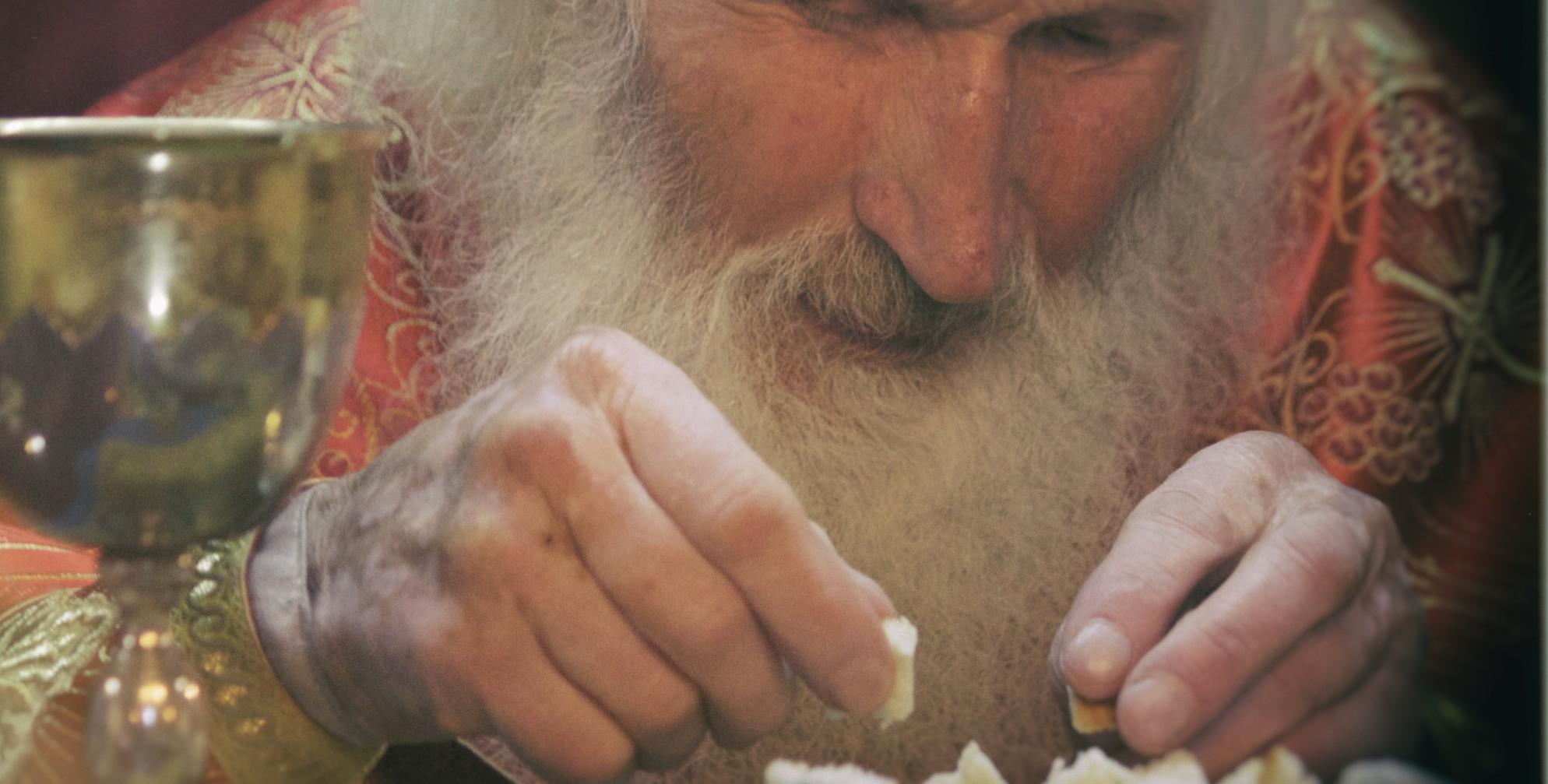 otec_Georgi_Jeglarci_communion_chalice_holy-potir