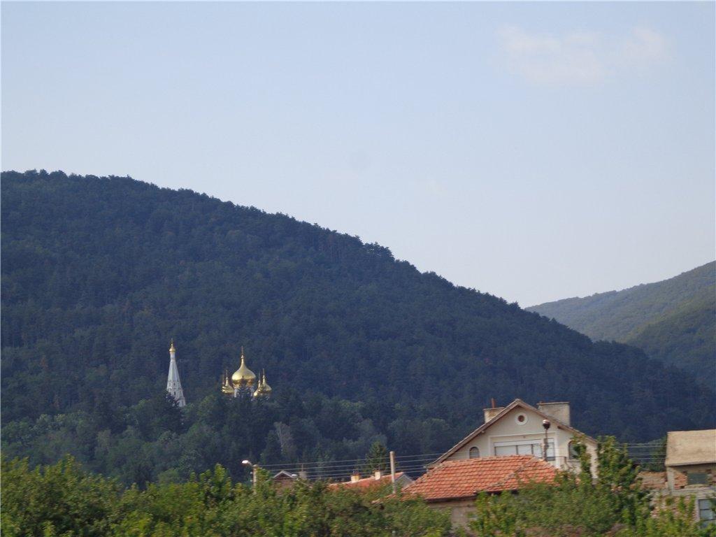 Shipchenski Monastery izgled ot Manastir kym Ruska Cyrkva, sideview from Monastery to Russian Church