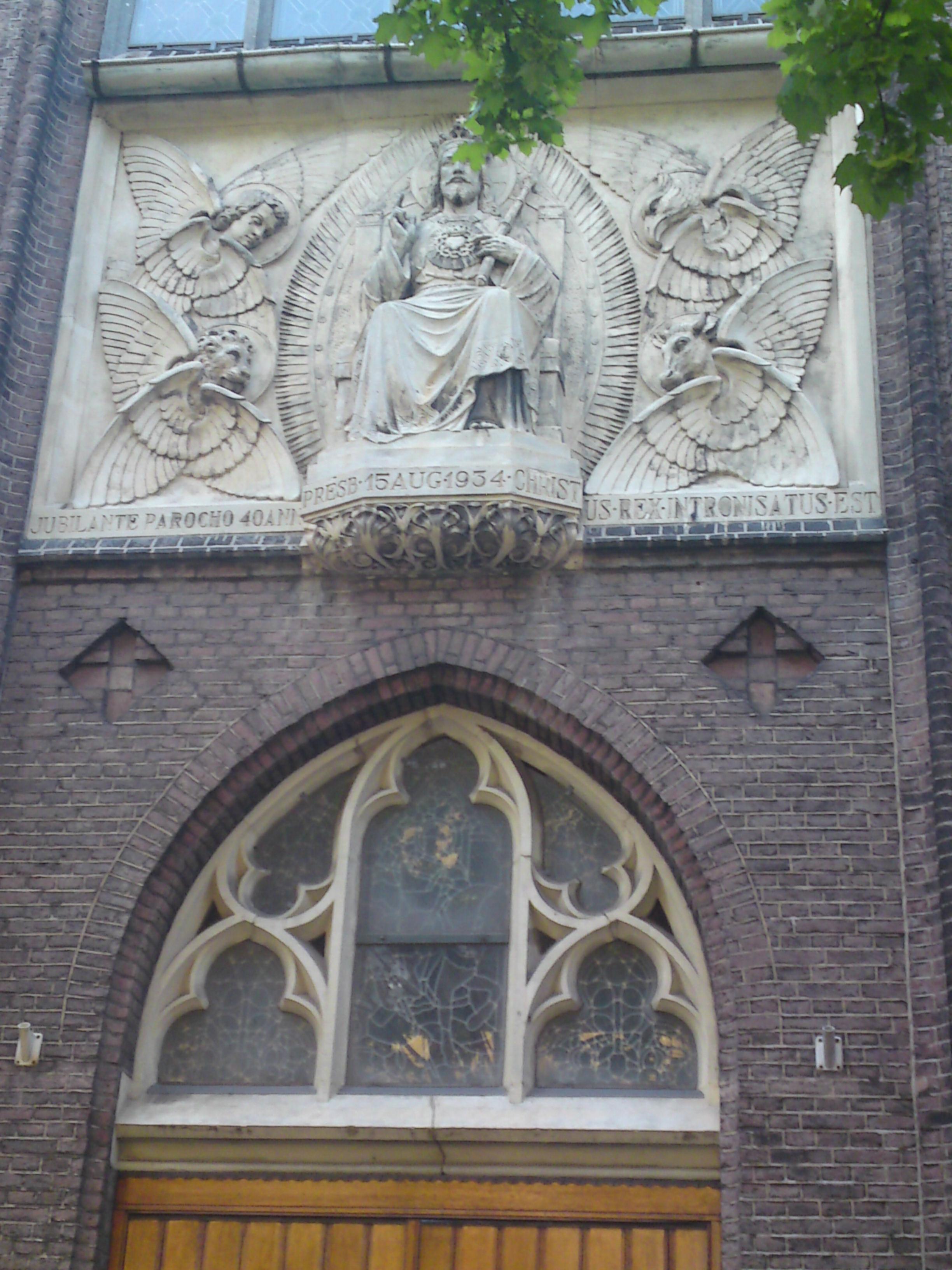 st_Martinuskerk_-_Arnhem_The_Netherlands-Christ-on-a-throne
