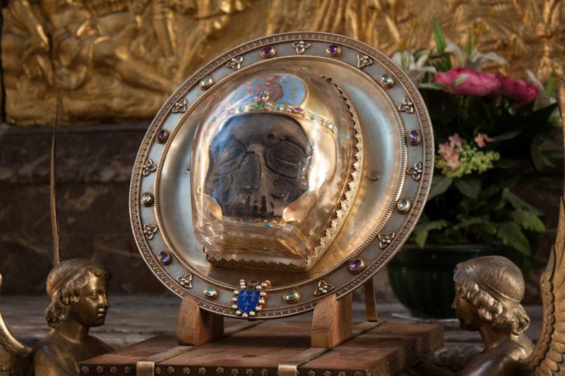 the_Holy-head-of-saint-John-the-Baptist-relics